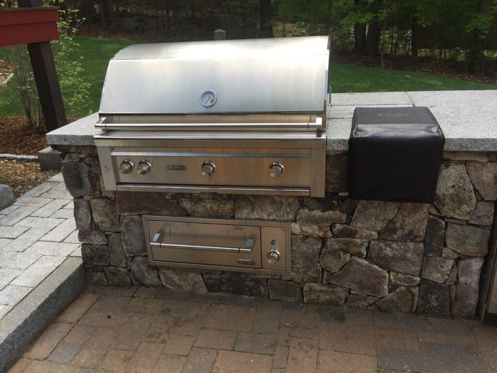 Outdoor Kitchen, Built-In Grill and Oven